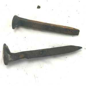 Lot of 2 metal spikes